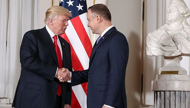 Дуда обговорив із Трампом поставки скрапленого газу в Україну