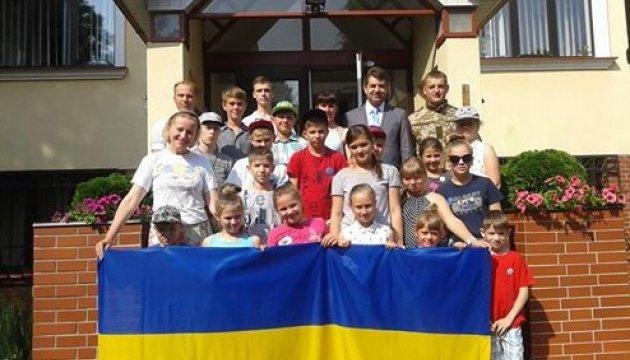 Діти загиблих бійців АТО відвідали Посольство України в Чехії та отримали подарунки