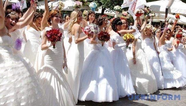 Квіти, одяг та Винник: на Харківщині триває фестиваль