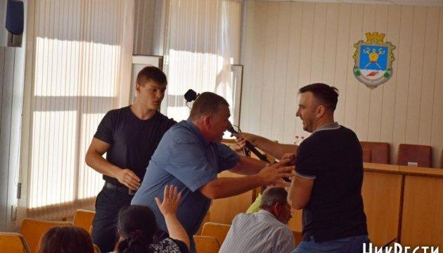 Бійка депутатів у Миколаївській райраді закінчилася зламаною рукою