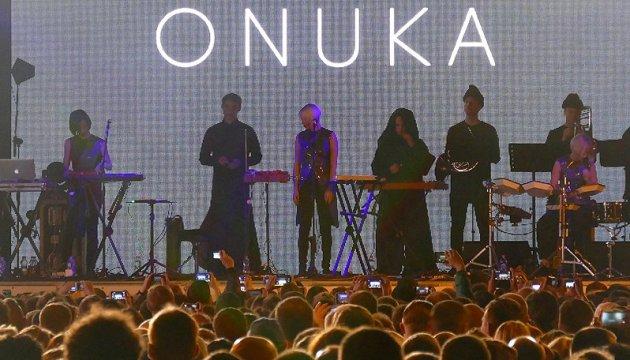 Відмова гурту ONUKA ділити сцену з росіянами заслуговує на повагу - Порошенко