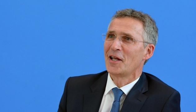 НАТО продовжить допомагати Україні з реформами - Столтенберг
