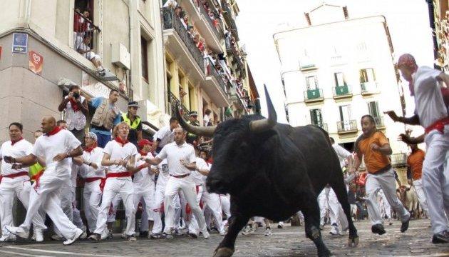 У Памплоні відчайдухи знову бігають від биків