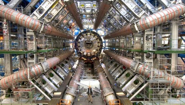Адронний колайдер виявив дві нові частинки і ознаки третьої