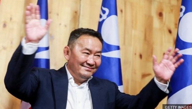 Картинки по запросу президент монголии стал кумиром украинских