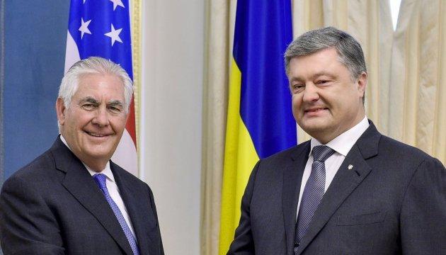 Poroschenko ist zufrieden mit Verhandlungen mit Tillerson