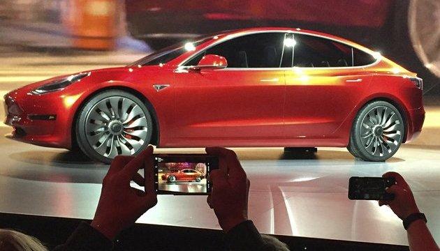 Маск показав перший серійний електрокар Tesla Model 3