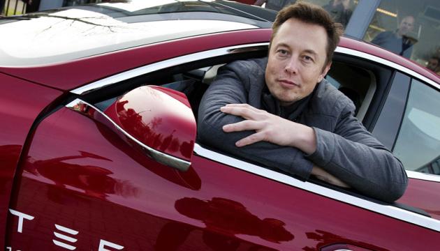Илон Маск показал работу подземного лифта для автомобилей