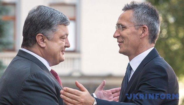 Украина и НАТО готовы и дальше укреплять оборонное партнерство - Порошенко
