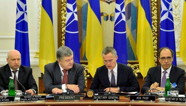 Порошенко назвал НАТО самым эффективным инструментом безопасности в мире