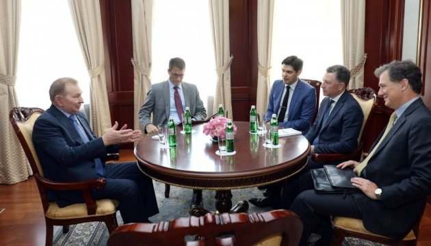 Kuchma, Volker discuss settlement of situation in Donbas