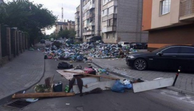 Синютка жалуется, что не все города согласились принимать львовский мусор
