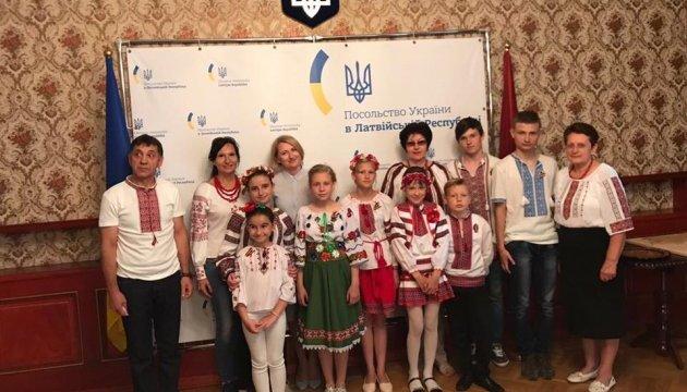 Українські діти віддячили творчістю за відпочинок у Латвії