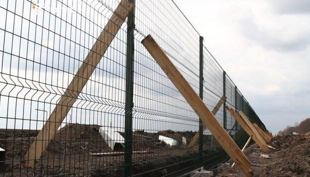 """Roban 100 millones de UAH en la construcción del """"muro"""" con Rusia"""