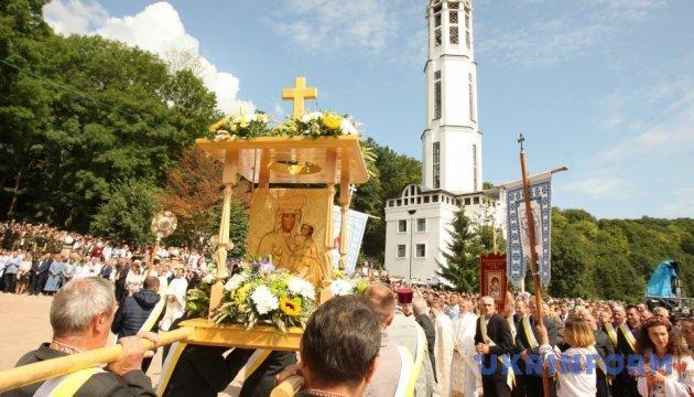 У Зарваниці вклоняються Іконі Божої Матері на Всеукраїнській прощі