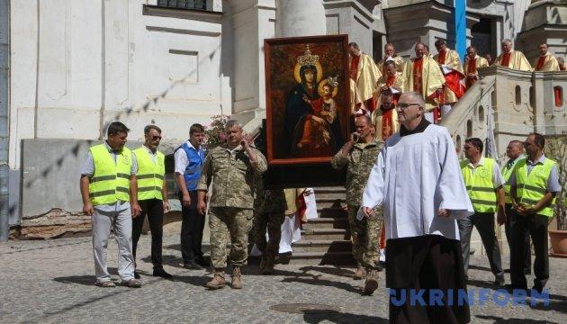 У Бердичеві тисячі паломників зібрались на урочистості Матері Божої Святого Скапулярія