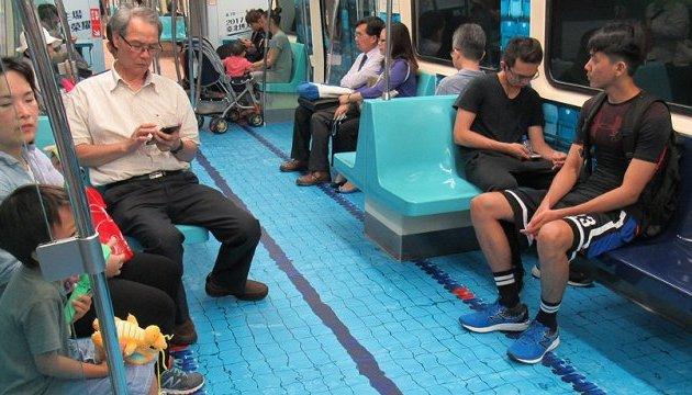 Вагони тайбейського метро перетворилися на спортивні майданчики
