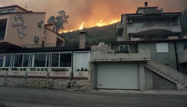 Лісові пожежі у Хорватії та Чорногорії поширюються на міста