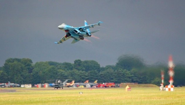 Ukrainian military pilots win prize for best aerobatics at air show in Britain. Photos