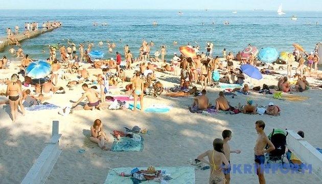 У МОЗ розповіли, чи безпечна вода для купання на пляжах Одещини