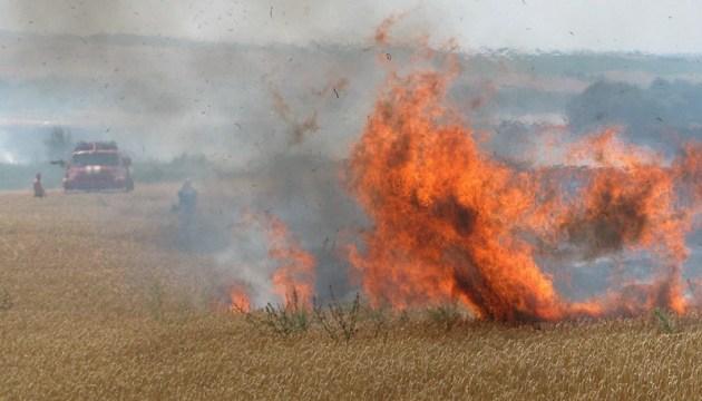 Біля лінії розмежування на Донбасі - пожежа, згоріли 12 будівель
