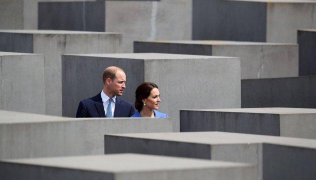 Кейт и Уильям в европейском турне: королевская пара встретилась с Меркель