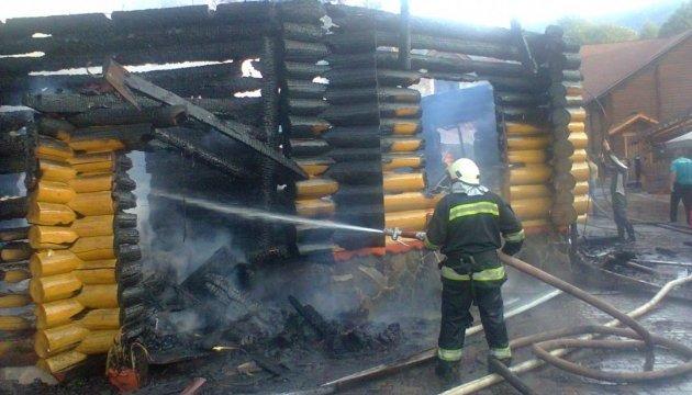 На Закарпатті вогнеборці ліквідували пожежу в ресторані