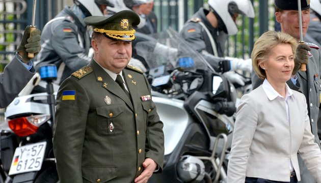 Defense Minister Poltorak concerned about upcoming Russia's military exercise Zapad 2017