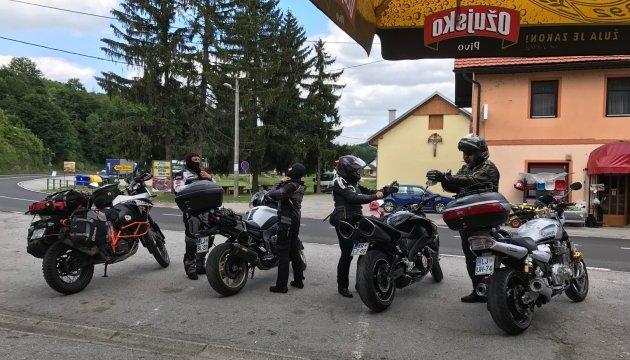Канадські поліцейські вирушили у благодійний мотопробіг країною