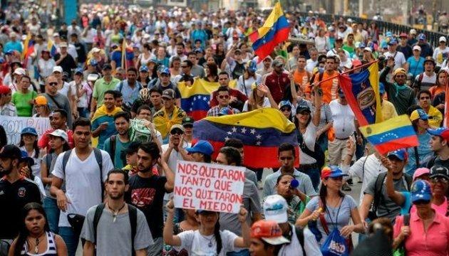Оппозиция Венесуэлы вновь зовет людей на улицы