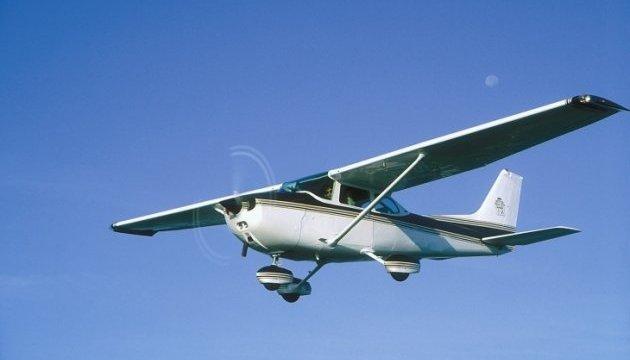 На Прикарпатті під час аварійної посадки перекинувся літак