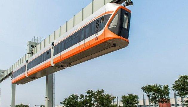 У Китаї можна буде покататися на «Небесному поїзді»