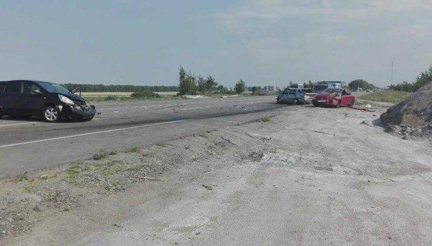 На трассе Киев-Одесса столкнулись три авто