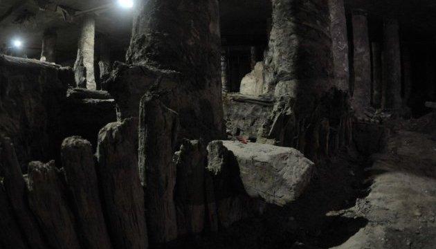 Раскопки на Почтовой должны проводить специалисты, а не археолог без лицензии - ИА НАН
