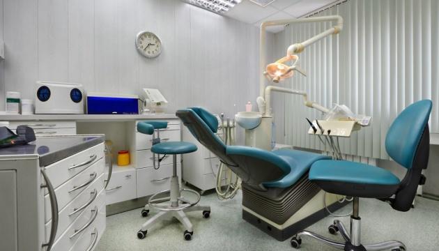 Французькі дантисти вимагають від своїх пацієнтів обов'язкового тестування на COVID-19