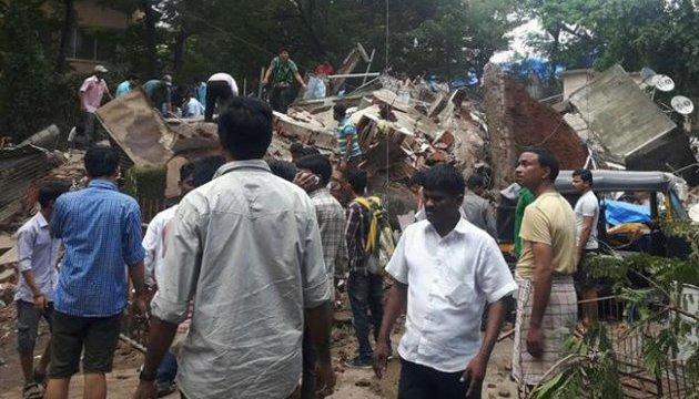 Обвал будинку в Індії: кількість жертв зросла до 17