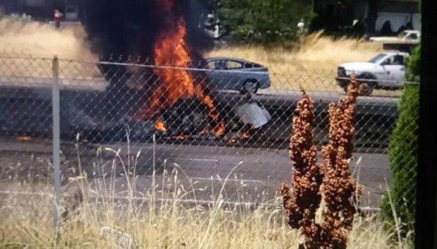 В США на автостраду упал самолет: четверо погибших