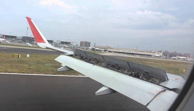 В аэропорту Стамбула столкнулись два пассажирских самолета - СМИ