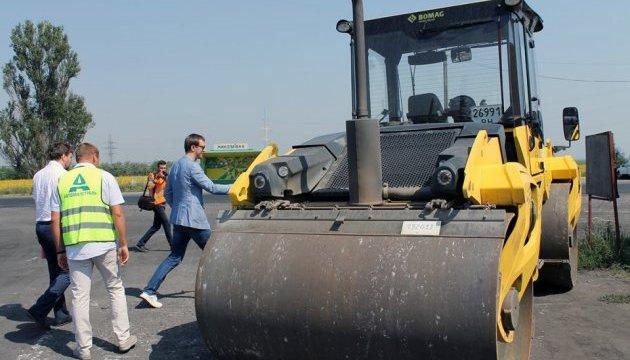 Омелян проверил ремонт дорог на Днепропетровщине