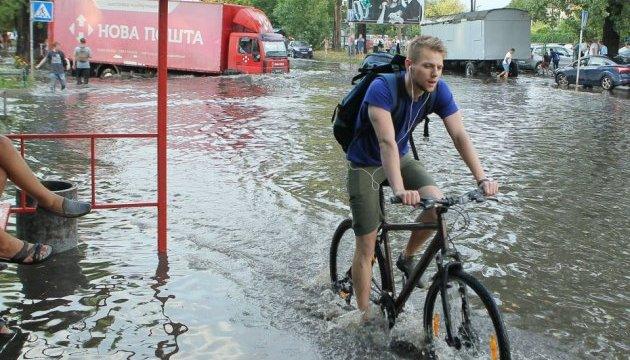 На заході України очікуються урагани і зливи