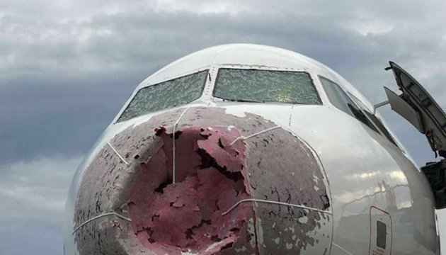 El presidente galardona con la orden al piloto, Oleksandr Akopov, que salvó las vidas de los pasajeros en Estambul