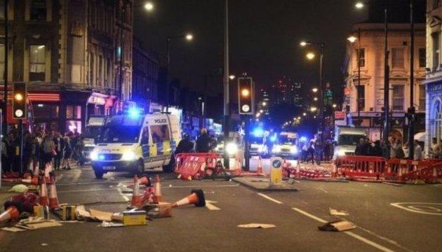 Протесты на востоке Лондона переросли в беспорядки