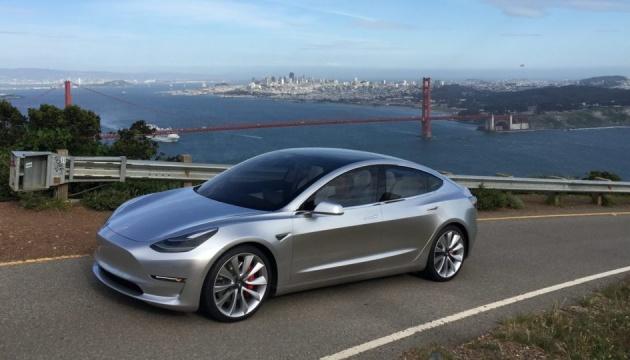 Tesla вже передала клієнтам перші 30 електромобілів Model 3