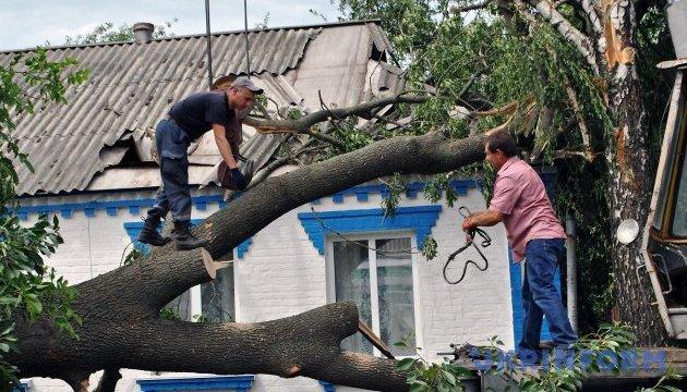 Непогода отрезала электрику более 300 населенным пунктам, 60 - до сих пор без света