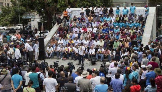В Венесуэле на фоне протестов будут голосовать за изменения в конституцию