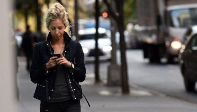 На Гаваях штрафуватимуть за розмови по мобілці, коли переходиш дорогу