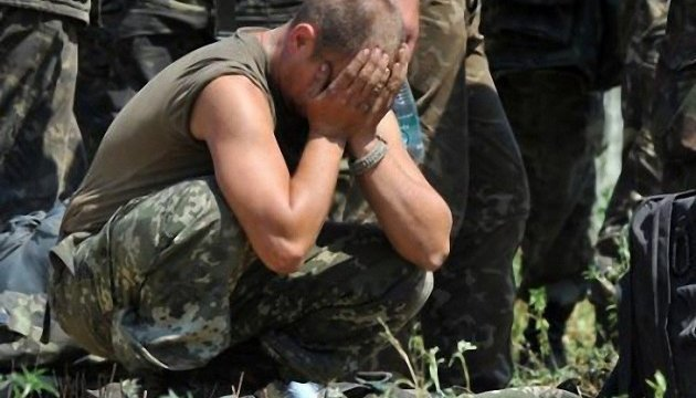 Dans la LNR un officier russe instruisait ses subordonnés à l'aide d'un bâton
