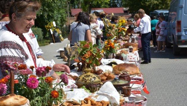 На Львівщині накрили рекордний стіл з українськими стравами
