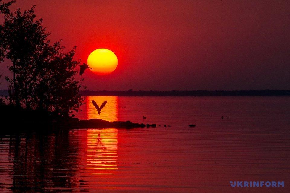 Захід сонця над Каховським водосховищем / Фото: Смольєнко Дмитро. Укрінформ