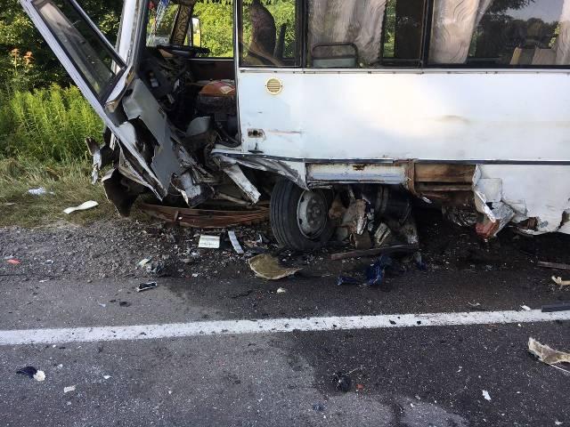 НаЛьвовщине иностранная машина врезалась вавтобус спассажирами